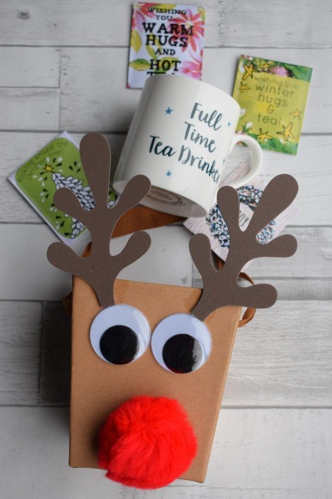 teacher gift with mug and tea